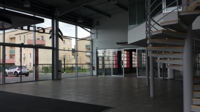 Local commercial 1000m2 le luc